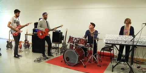 2014-1116-band-plays01